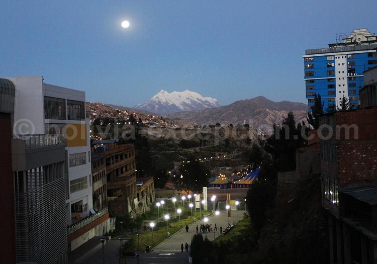Le Nevado Illimani depuis La Paz