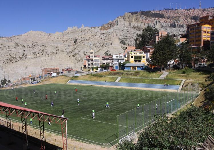 Partie de football à 3.700 m, à La Paz