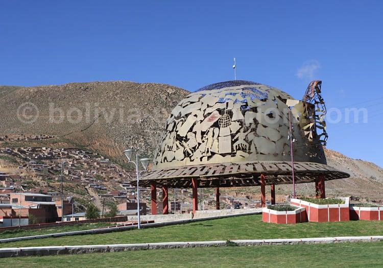 """Monument """"Casco de Minero"""", Oruro"""