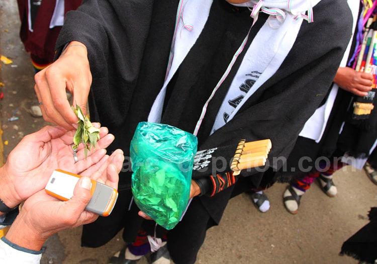La mastication de la feuille de coca en Bolivie