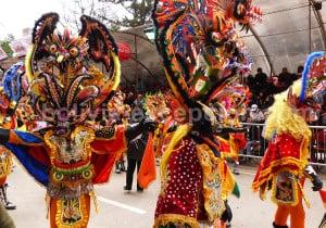Masque et tenue typique de la Diablada