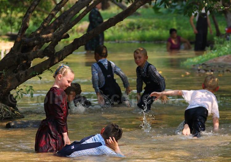 Enfants mennonites à Aguas Calientes, région de Santa Cruz
