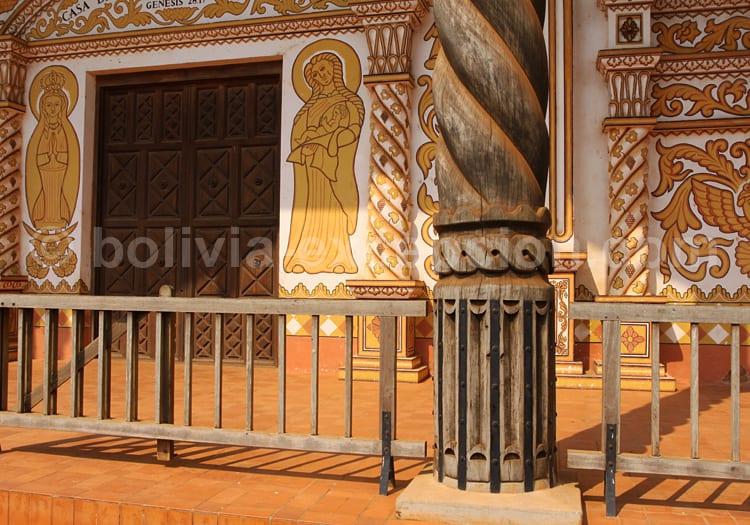 Colonne de bois, façade église de Concepcion