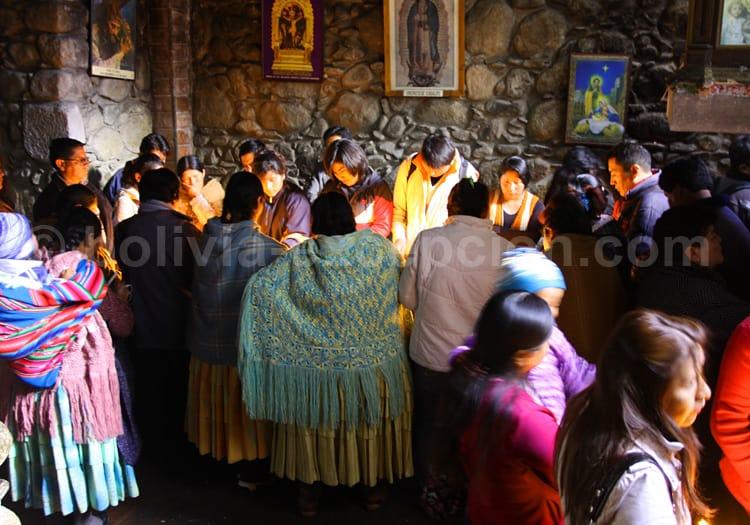 Dévotion religieuse en Bolivie