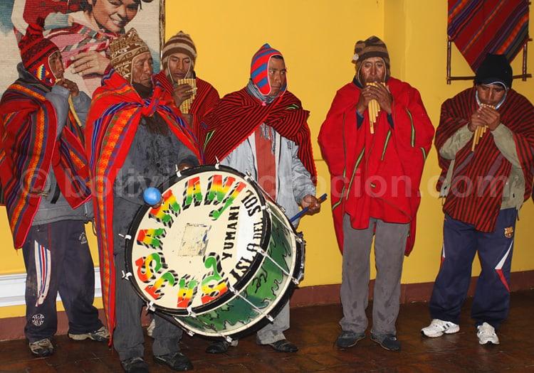 Groupe folklorique, lac Titicaca