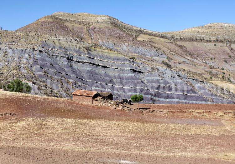 Strates géologiques du cratère de Maragua
