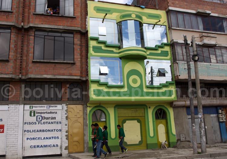 Façade colorée, architecture Aymara