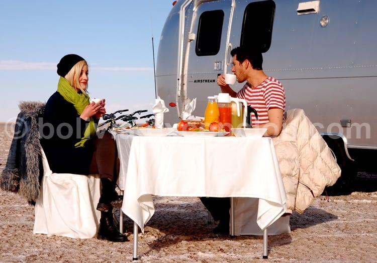 Petit déjeuner sur le Salar d'Uyuni