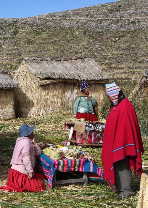 Les îles flottantes des Uros sur le lac Titicaca