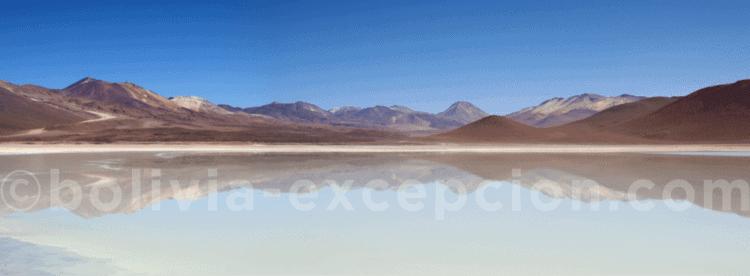 lagune dans un désert