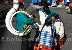 Musique et danse à la fête du Gran Poder