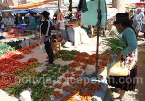 Piments, poivrons et tomates au marché de Punata