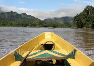 Déplacement en pirogue sur le fleuve Beni