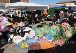 Marché des fruits et légumes à Cliza