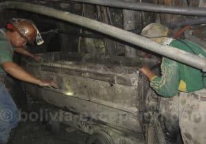 Acheminement des extractions en chariot, mine de Potosi