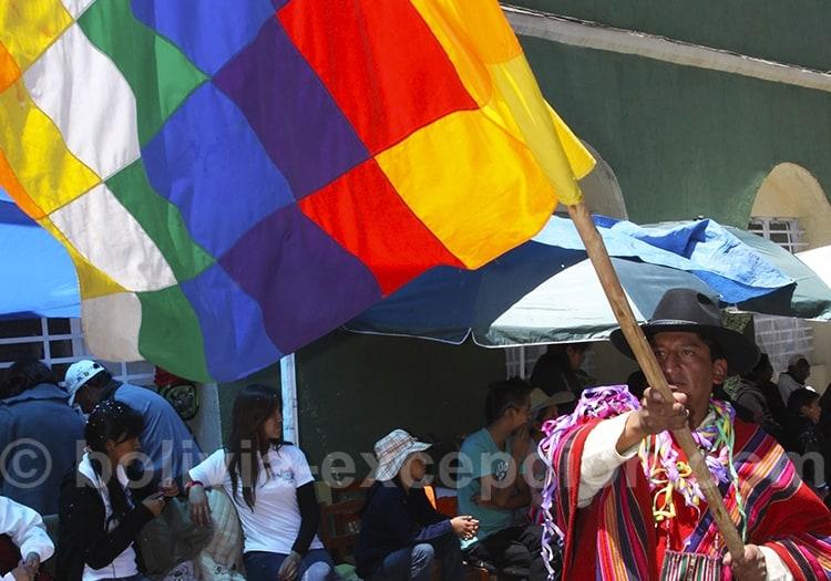 La drapeau des communautés andines