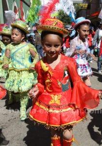 Jeune bolivienne au carnaval