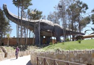 Titanosaur parc Orcko