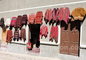 Marché de tissus traditionnels à Tarabuco