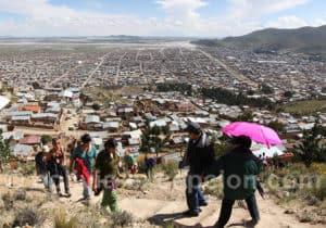 Citadins d'Oruro montant à la Vierge
