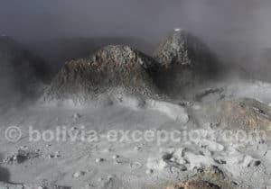 Bulles de vapeur qui remontent vers la surface, geysers de Bolivie
