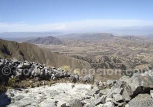 Randonnée chemin inca depuis le plateau de la Cordillère Sama jusqu'au village de Pinos